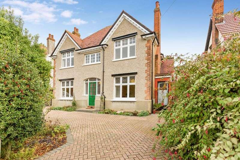 5 Bedrooms Detached House for sale in Hamstel Road, Southchurch Village
