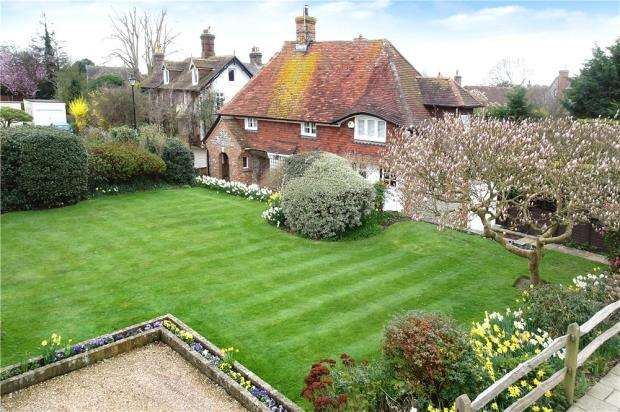 3 Bedrooms Detached House for sale in High Street, Angmering, West Sussex, BN16