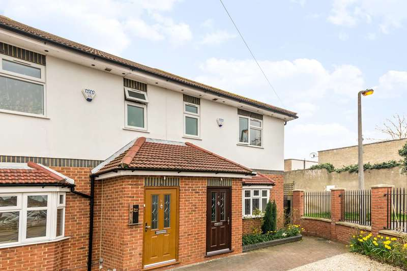 4 Bedrooms Semi Detached House for sale in Worton Road, Isleworth, TW7