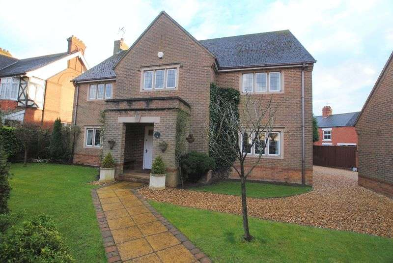 5 Bedrooms Detached House for sale in Newton Road, Rushden
