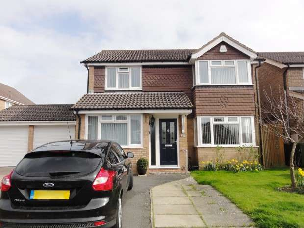 5 Bedrooms Detached House for sale in Langdale Close, Eastbourne, BN23