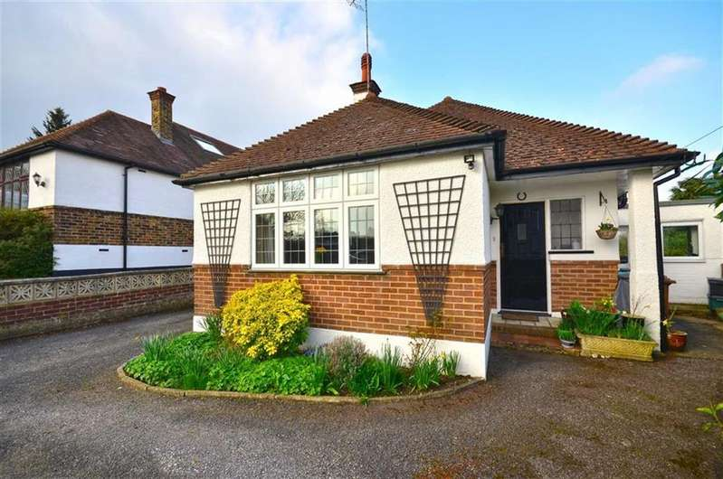 3 Bedrooms Bungalow for sale in Orchard Close, Chorleywood, Hertfordshire