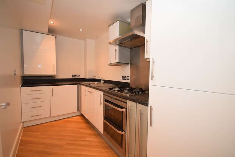 Flat for sale in Bramley Crescent, Ilford, Essex, IG2