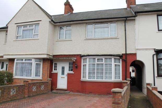3 Bedrooms Terraced House for sale in Selbourne Road, Luton, LU4