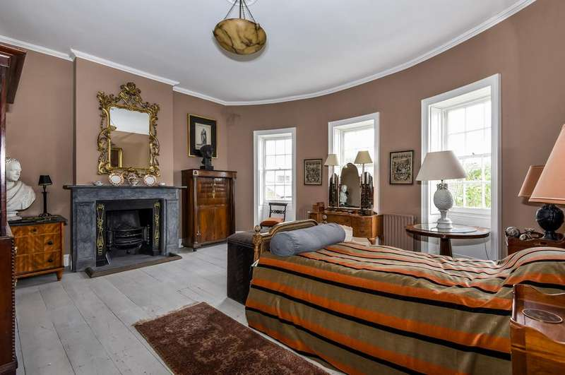 4 Bedrooms Town House for sale in Kennington Park Road, SE11