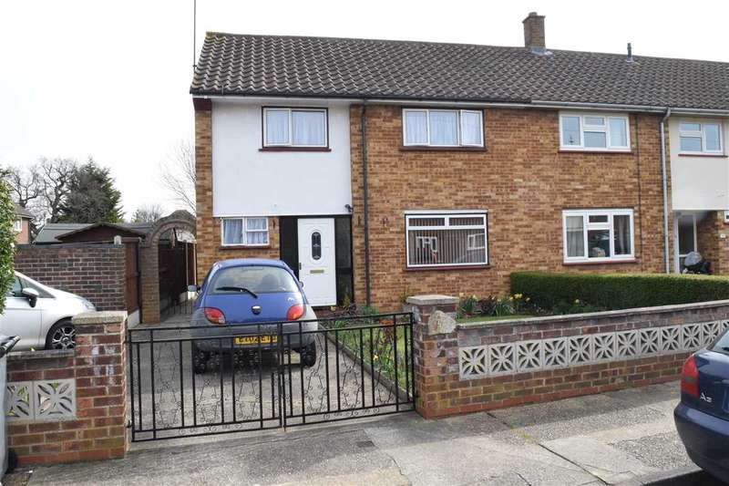 3 Bedrooms House for sale in Hillary Close, Chelmsford