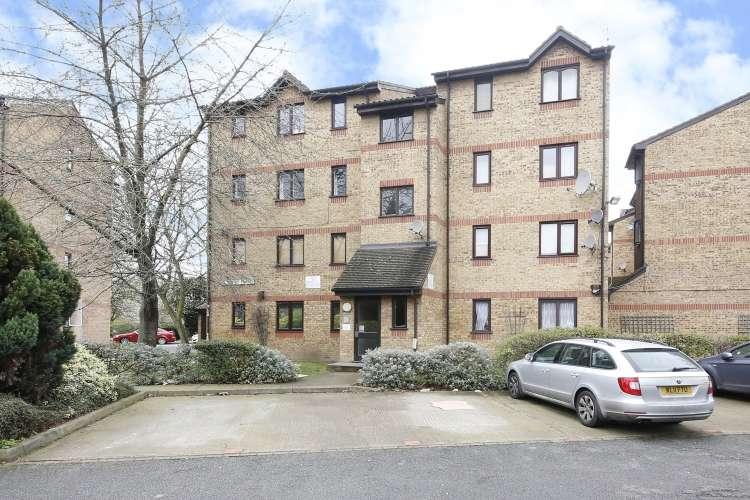 Flat for sale in Myers Lane London SE14