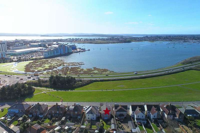 3 Bedrooms Detached House for sale in Sterte Esplanade, Poole