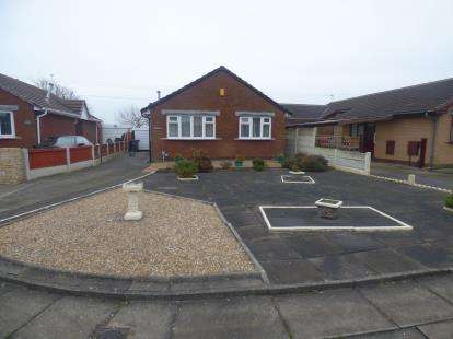 2 Bedrooms Bungalow for sale in Markham Drive, Kew, Southport, Merseyside, PR8