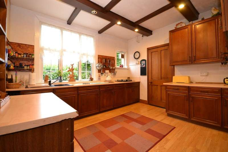 4 Bedrooms Detached House for sale in Park Road, Wootton Bridge, Isle Of Wight