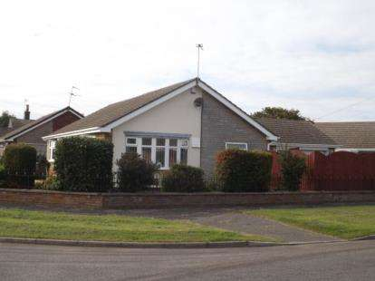3 Bedrooms Bungalow for sale in Crown Avenue, Chapel St. Leonards, Skegness, Lincolnshire