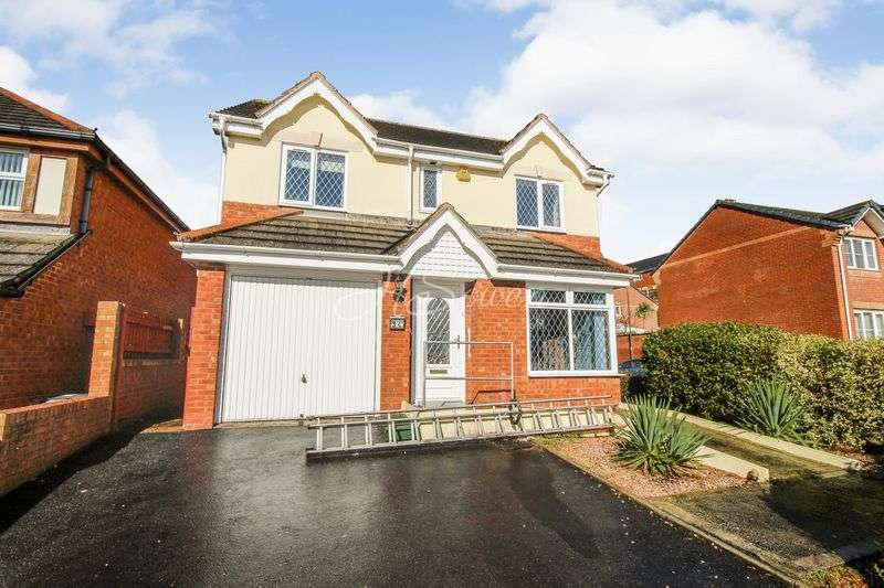 4 Bedrooms Detached House for sale in Lutyens Drive, Paignton