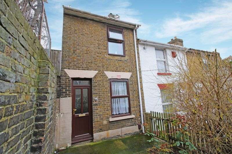 3 Bedrooms Terraced House for sale in Edward Street, Chatham