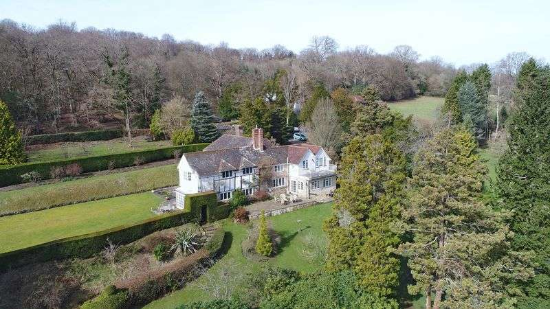 6 Bedrooms Detached House for sale in Friars Gate, Rural Crowborough, East Sussex
