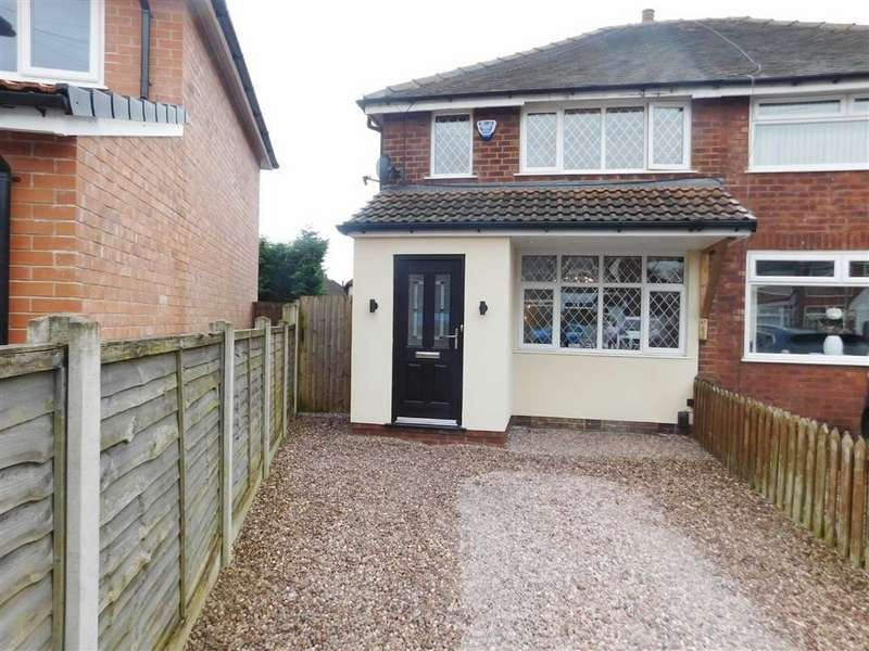 2 Bedrooms Semi Detached House for sale in Doric Avenue, Bredbury, Stockport