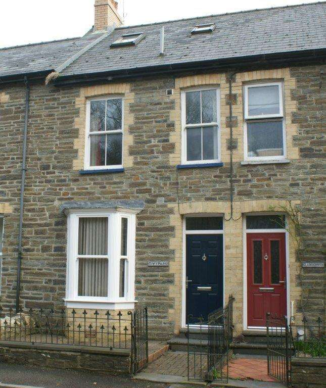 3 Bedrooms Town House for sale in Pontwelly, Llandysul, Carmarthenshire SA44