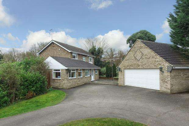 4 Bedrooms Detached House for sale in Crabtree Lane, Harpenden, Herts, AL5