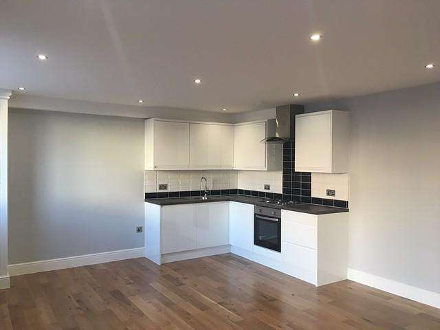 1 Bedroom Flat for sale in Harrington House, Brighton Road, Horsham, RH13