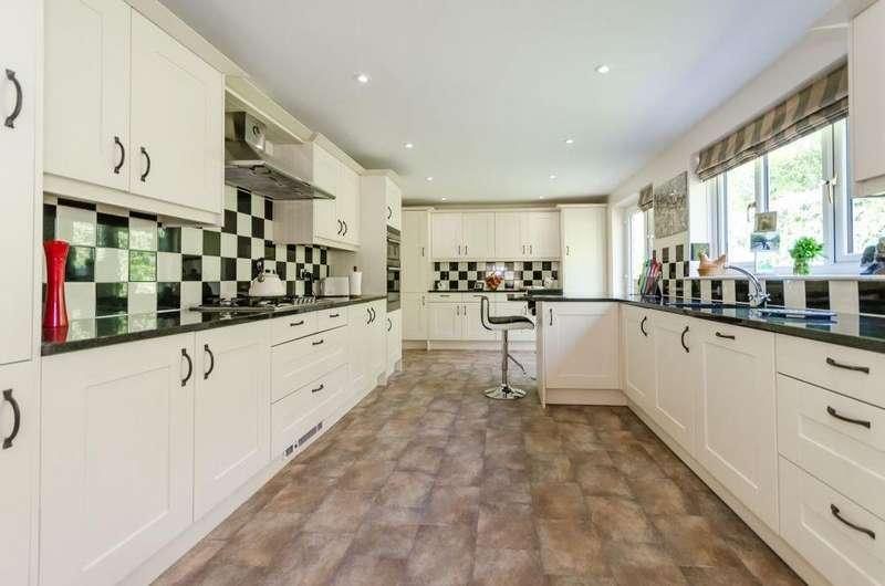 3 Bedrooms Bungalow for sale in Druids Meadow, Boroughbridge