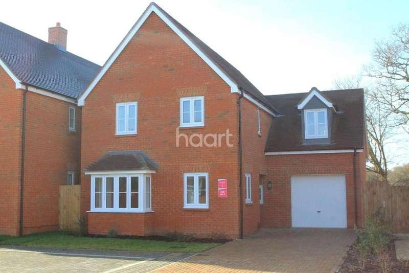 4 Bedrooms Detached House for sale in Oak Fields, Shadoxhurst, TN26 1LW