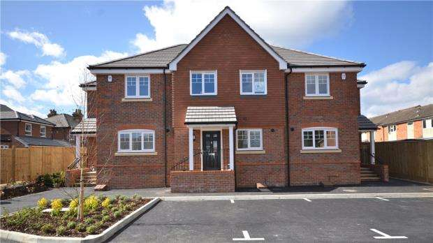 2 Bedrooms End Of Terrace House for sale in Ray Mill Road West, Maidenhead, Berkshire