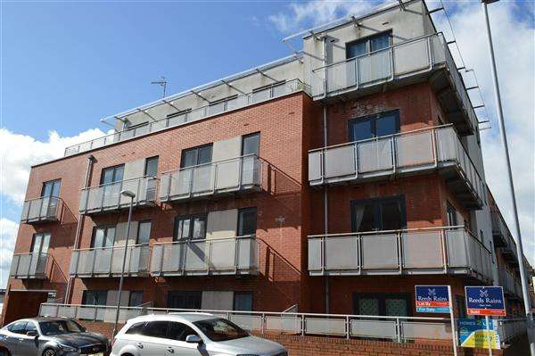 1 Bedroom Apartment Flat for sale in Palace Court, Wardle Street, tunstall