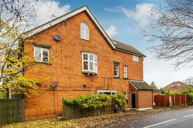3 Bedrooms Flat for sale in Hersham Road, WALTON-ON-THAMES, Surrey