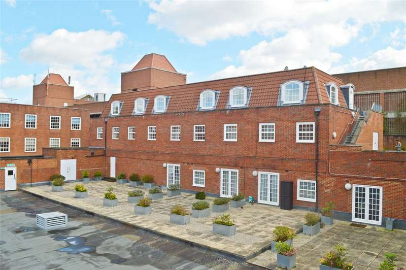 2 Bedrooms Flat for sale in Longcroft House, Fretherne Rd, WELWYN GARDEN CITY, Hertfordshire