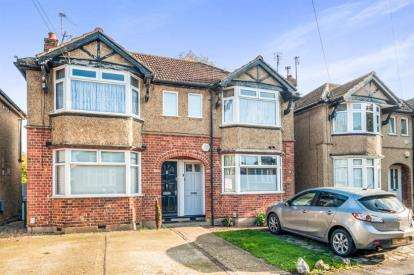 2 Bedrooms Flat for sale in West Drive, Watford, Hertfordshire