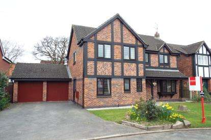 4 Bedrooms Detached House for sale in Oakhurst Drive, Crewe, Cheshire