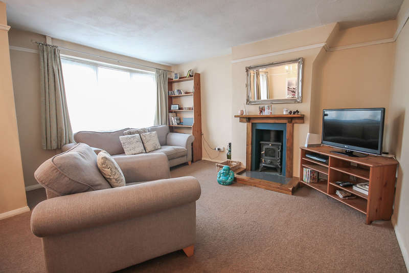 2 Bedrooms Maisonette Flat for sale in Buckhurst Close, East Grinstead