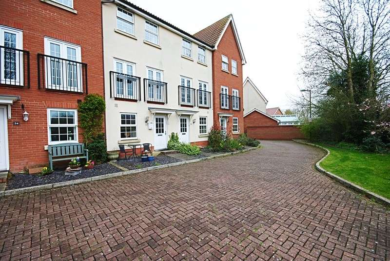 3 Bedrooms Terraced House for sale in Orchard Close, Eye