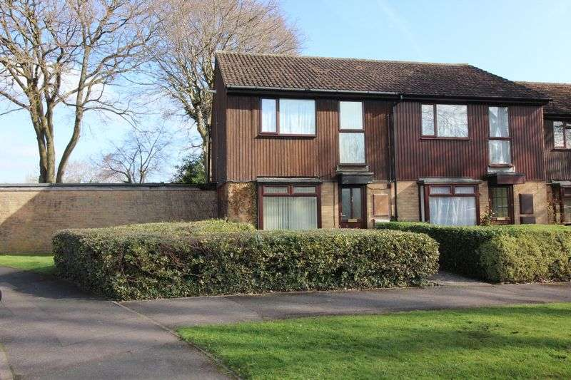 3 Bedrooms Semi Detached House for sale in Station Road East, Ash Vale
