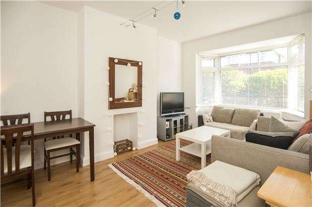 3 Bedrooms Maisonette Flat for sale in Tilehurst Road, LONDON, SW18 3ET