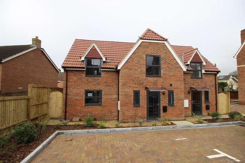 3 Bedrooms Property for sale in Brewery Place, Royal Wootton Bassett