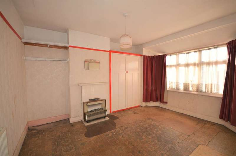 3 Bedrooms Semi Detached House for sale in Orchard Grove, Edgware , Middlesex, HA8 5BH