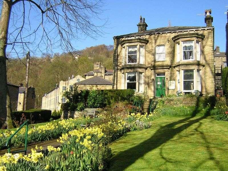 6 Bedrooms Detached House for sale in Hangingroyd Lane, Hebden Bridge