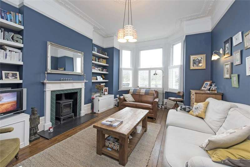 2 Bedrooms Flat for sale in Wandsworth Common West Side, London, SW18