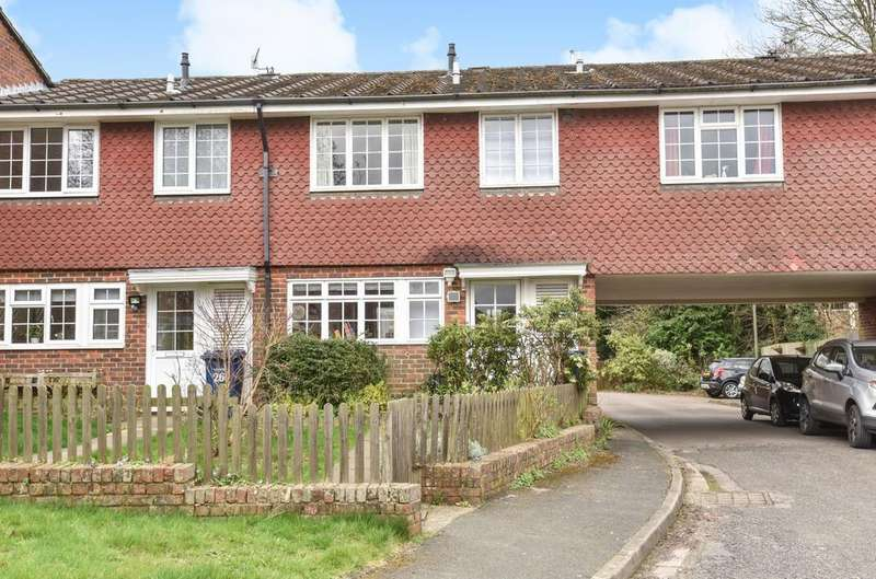 3 Bedrooms Semi Detached House for sale in Oaklands, Haslemere, GU27
