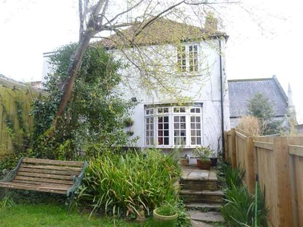 2 Bedrooms Terraced House for sale in Summerhouse Orchard, Glastonbury