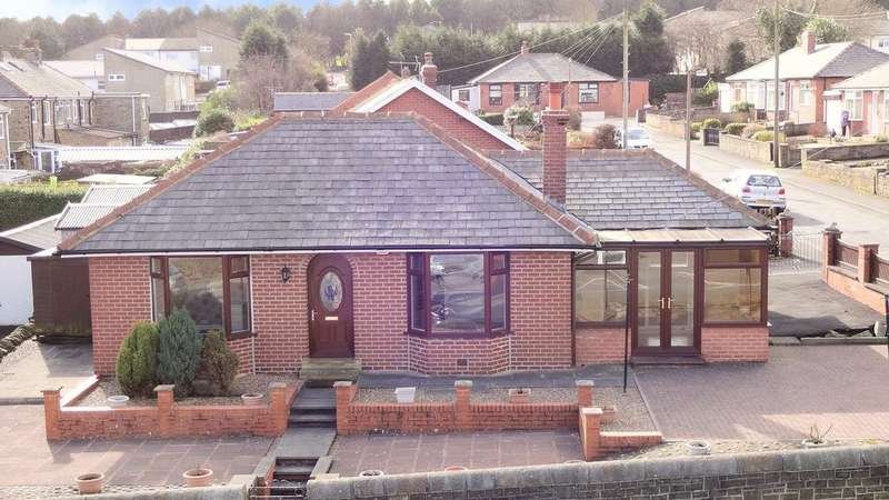 3 Bedrooms Detached Bungalow for sale in Broadwood Avenue, Pellon, Halifax HX2
