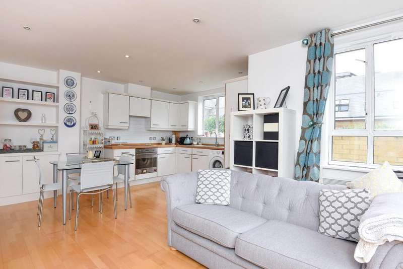 2 Bedrooms Flat for sale in Penwith Road, Earlsfield, SW18