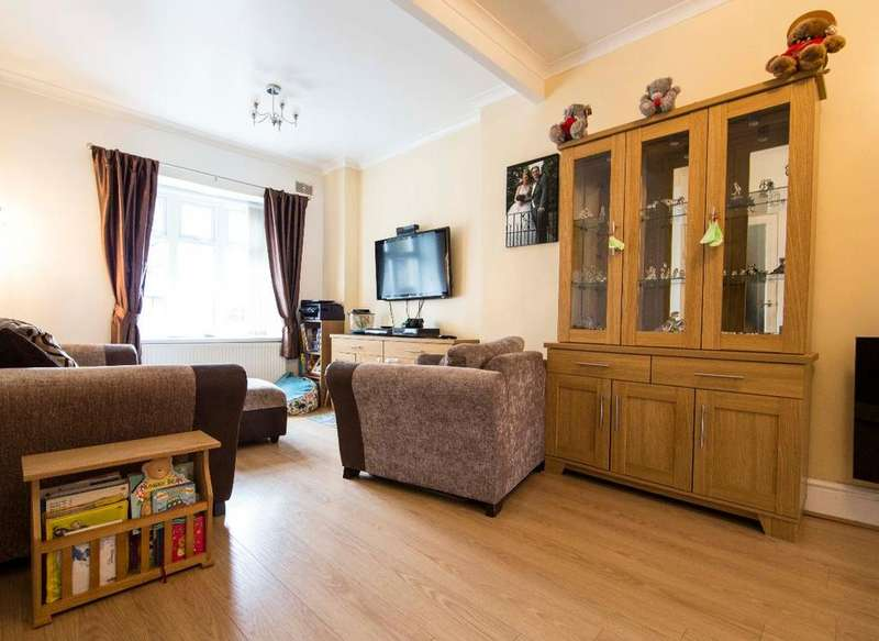 3 Bedrooms Terraced House for sale in Treharne Road, Edwardsville, CF46 5NY