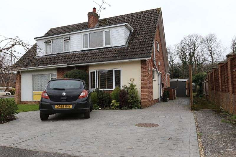 3 Bedrooms Semi Detached House for sale in Plymouth Avenue, Woodley