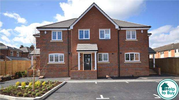 3 Bedrooms Terraced House for sale in Ray Mill Road West, Maidenhead, Berkshire