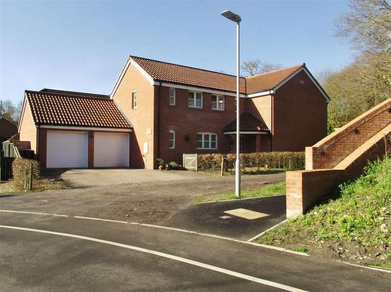4 Bedrooms Property for sale in Kings Road, Easterton, Devizes