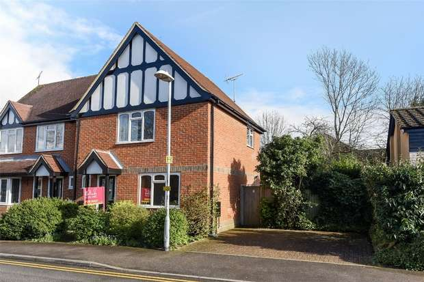 2 Bedrooms Semi Detached House for sale in Goodchild Road, WOKINGHAM, Berkshire