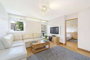 1 Bedroom Flat for sale in Shepton Court, Westbridge Road, London