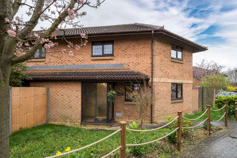 3 Bedrooms Semi Detached House for rent in Portchester Court, Great Holm