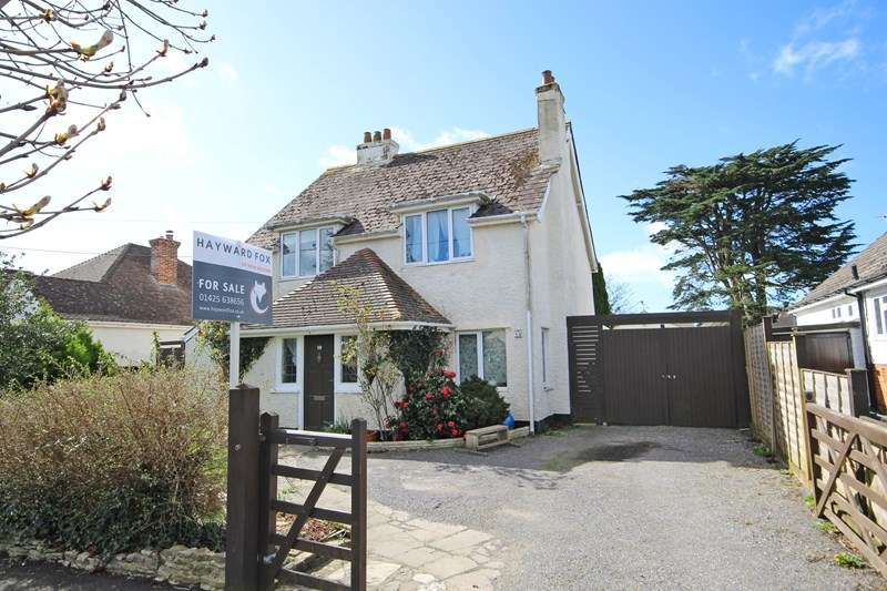 3 Bedrooms Detached House for sale in Moorland Avenue, Barton On Sea, New Milton